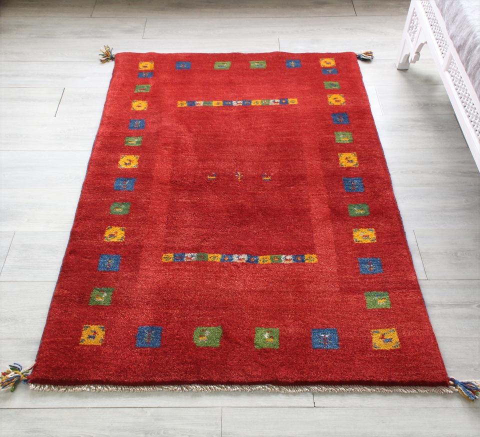 ギャッベ/ギャベ・カシュカイ族の手織りラグ・アクセントラグサイズ148x103cm レッド・カラフルタイル 動物と植物モチーフ