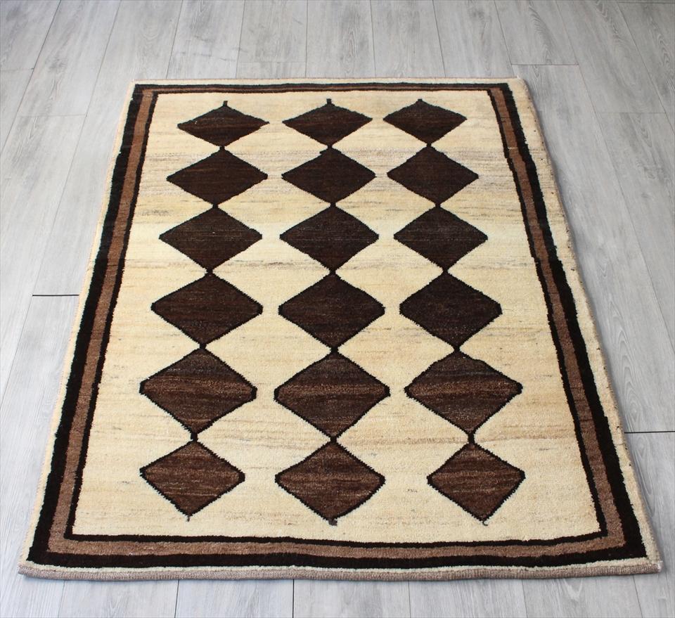 ギャッベ/ギャベ・カシュカイ族の手織りラグ・アクセントラグサイズ142x104cm ナチュラルアイボリー 3連のメダリオン