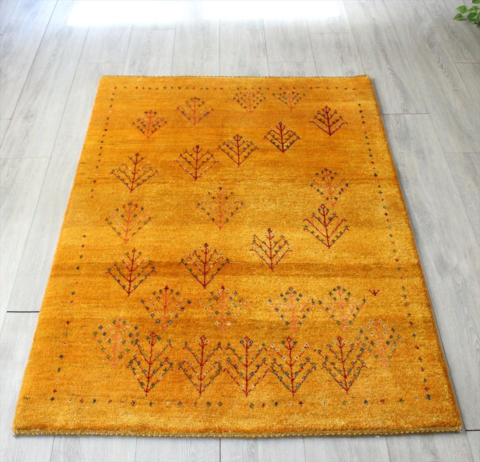 ギャッベ/ギャベ・カシュカイ族の手織りラグ・アマレバフ・アクセントラグサイズ144x100cm マスタードイエロー 生い茂る植物のモチーフ