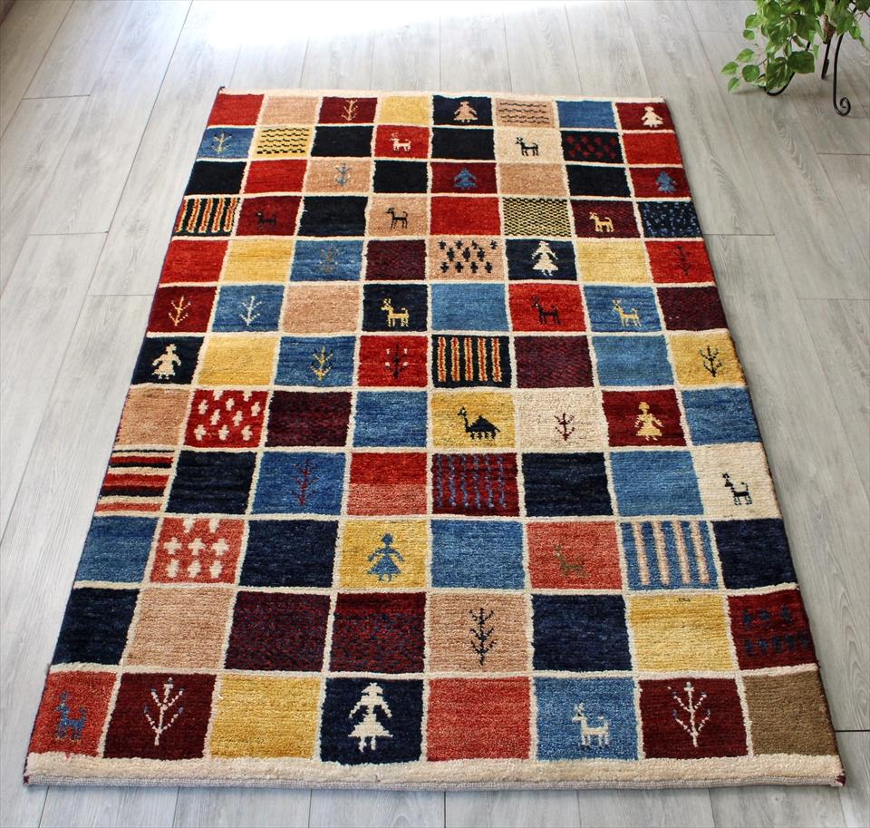 ギャッベ/ギャベ・カシュカイ族の手織りラグ・センターラグサイズ188x114cm カラフルなタイル柄 動物・植物・子供のモチーフ
