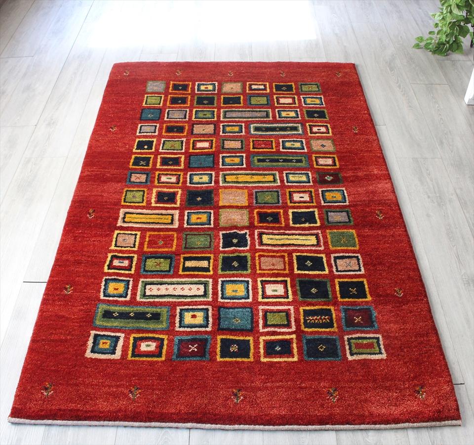 ギャッベ/ギャベ・カシュカイ族の手織りラグ・センターラグサイズ186x117cm マルーンレッド カラフルなタイル柄