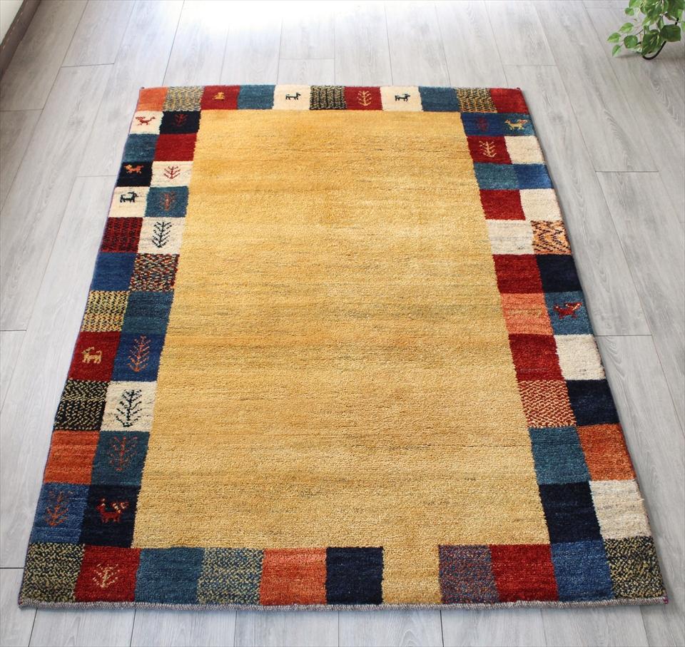 ギャッベ/ギャベ・カシュカイ族の手織りラグ・センターラグサイズ172x119cm ナチュラルアイボリー カラフルタイルの縁