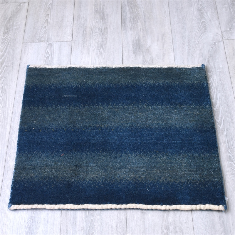ギャッベ/ギャベ・カシュカイ族の手織りラグ・ミニサイズ51x63cm 淡いブルーのボーダー
