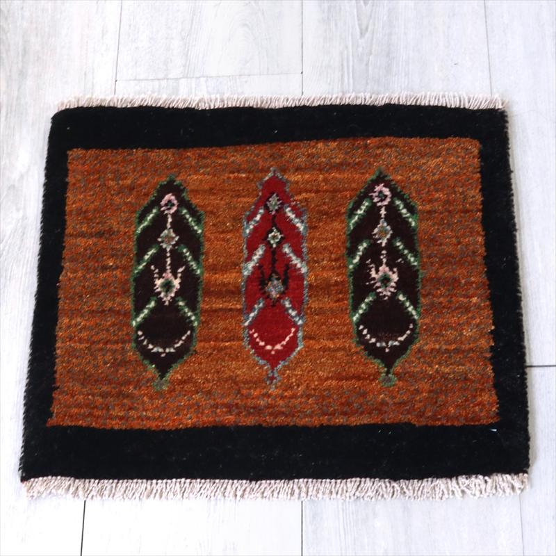アマレ Amaleh /ギャッベ・カシュカイ族の手織りラグ 座布団サイズ41x44cm 三つの木の葉モチーフ