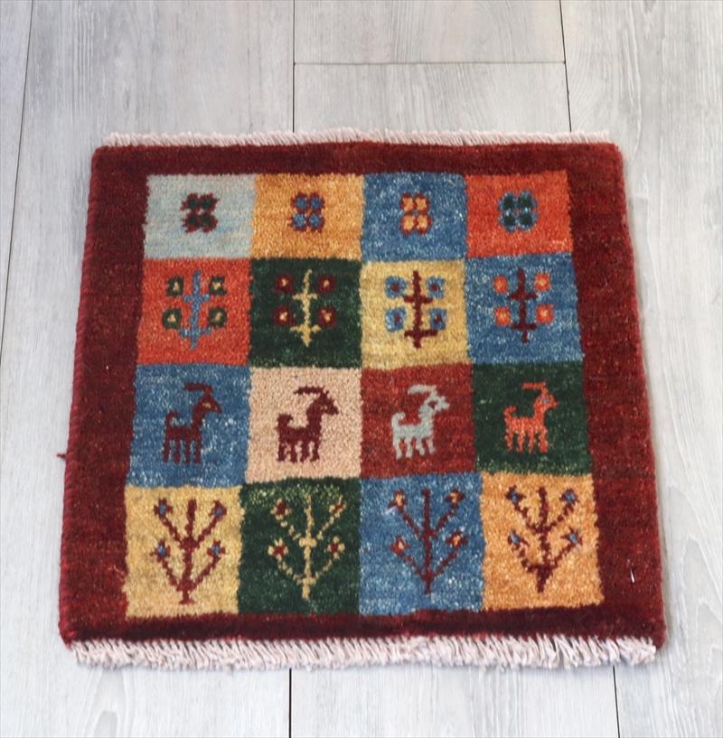 アマレ Amaleh /ギャッベ・カシュカイ族の手織りラグ 座布団サイズ35x35cm カラフルなタイル・動物と草花