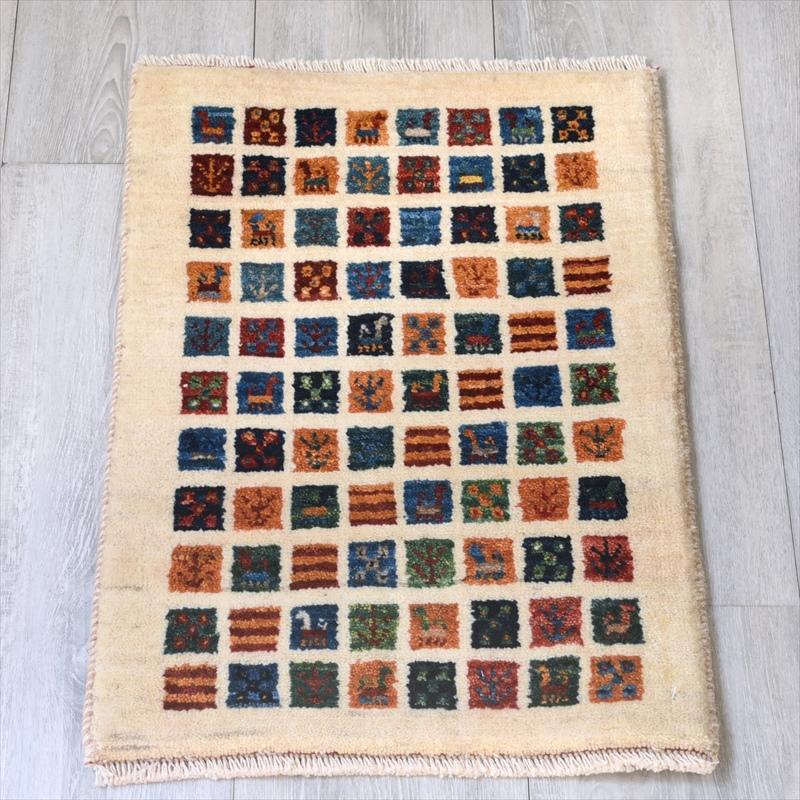 ギャッベ/ギャベ・カシュカイ族の手織りラグ・カシュクーリ・ミニサイズ58x39cm アイボリー カラフルなタイル 動物と植物のモチーフ