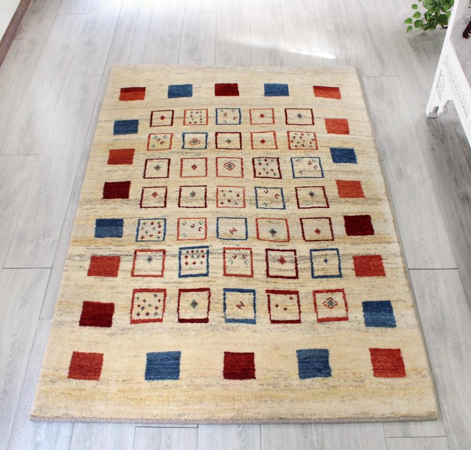 ギャッベ/ギャベ・カシュカイ族の手織りラグ・センターラグサイズ186x122cm アイボリー カラフルタイル