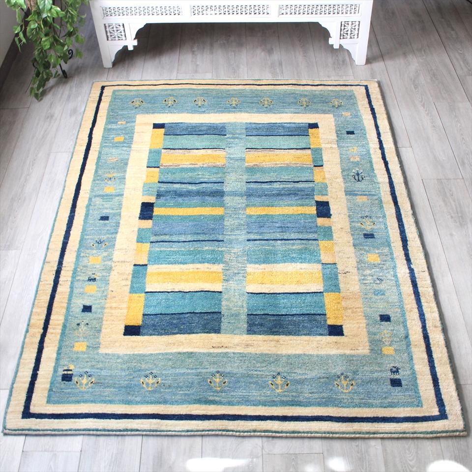 ギャッベ/ギャベ・カシュカイ族の手織りラグ・アマレバフ・センターラグサイズ193x147cm スカイブルー 植物モチーフのスクエアデザイン