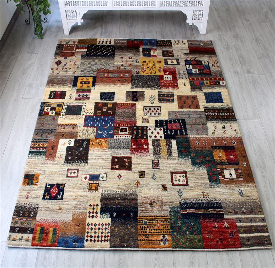 ギャッベ イラン直輸入・天然ウール使用の本格派ラグ ・カシュカイ族の手織りラグ・カシュクーリ・リビングサイズ212x149cm カラフルタイル 動物・植物のモチーフ