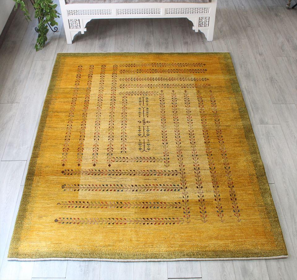 ギャッベ 伝統製法によるハンドメイドラグ ・カシュカイ族の手織りラグ・アマレバフ・リビングサイズ207x159cm マスタードイエロー 植物のモチーフによる卍模様