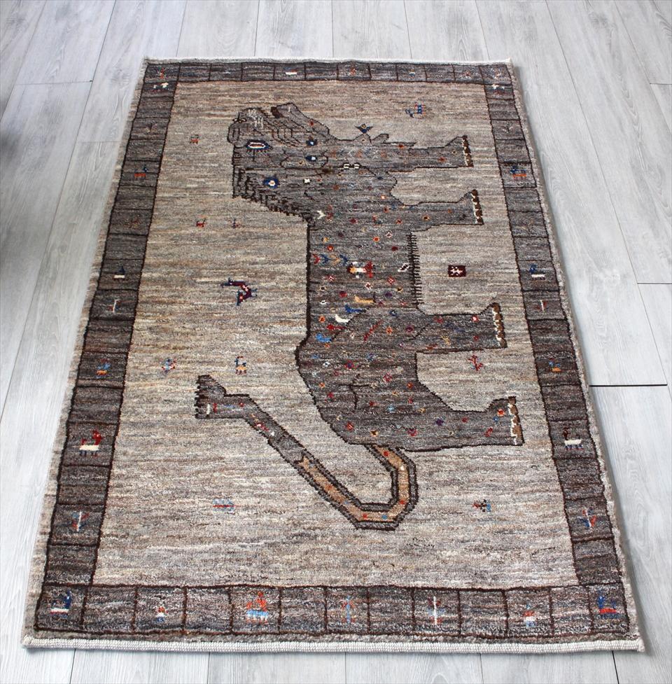 ライオンギャッベ・手織り アマレバフ イラン直輸入 アクセントラグサイズ136x86cm 染めていないグレーブラウン ライオン 動物と植物モチーフ
