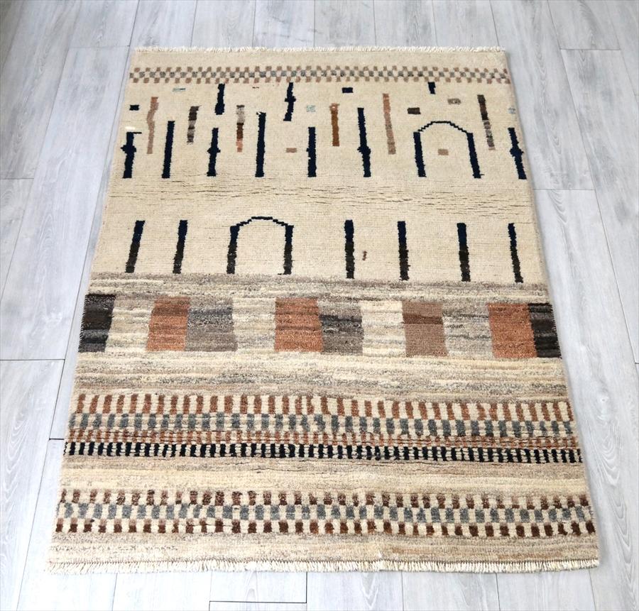 エリアラグ・オールドギャッベ・センターラグサイズ170x109cm 幾何学デザインと抽象的なモチーフ