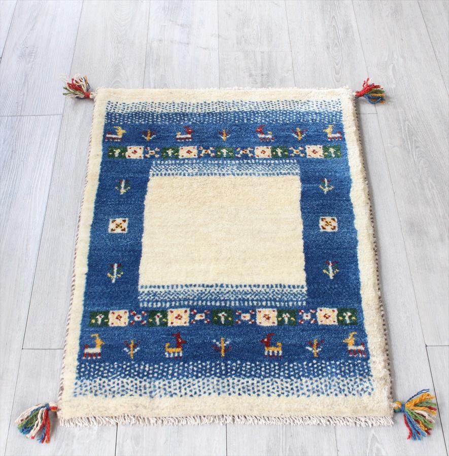 ギャッベ イラン直輸入 手織りラグ・玄関マットサイズ85x59cm ブルー・アイボリーの縁取り