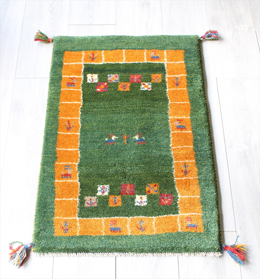 ラグ・ギャッベ(ギャベ)カシュカイ族の手織りラグ・玄関マットサイズ84x57cm グリーン イエローの縁取り