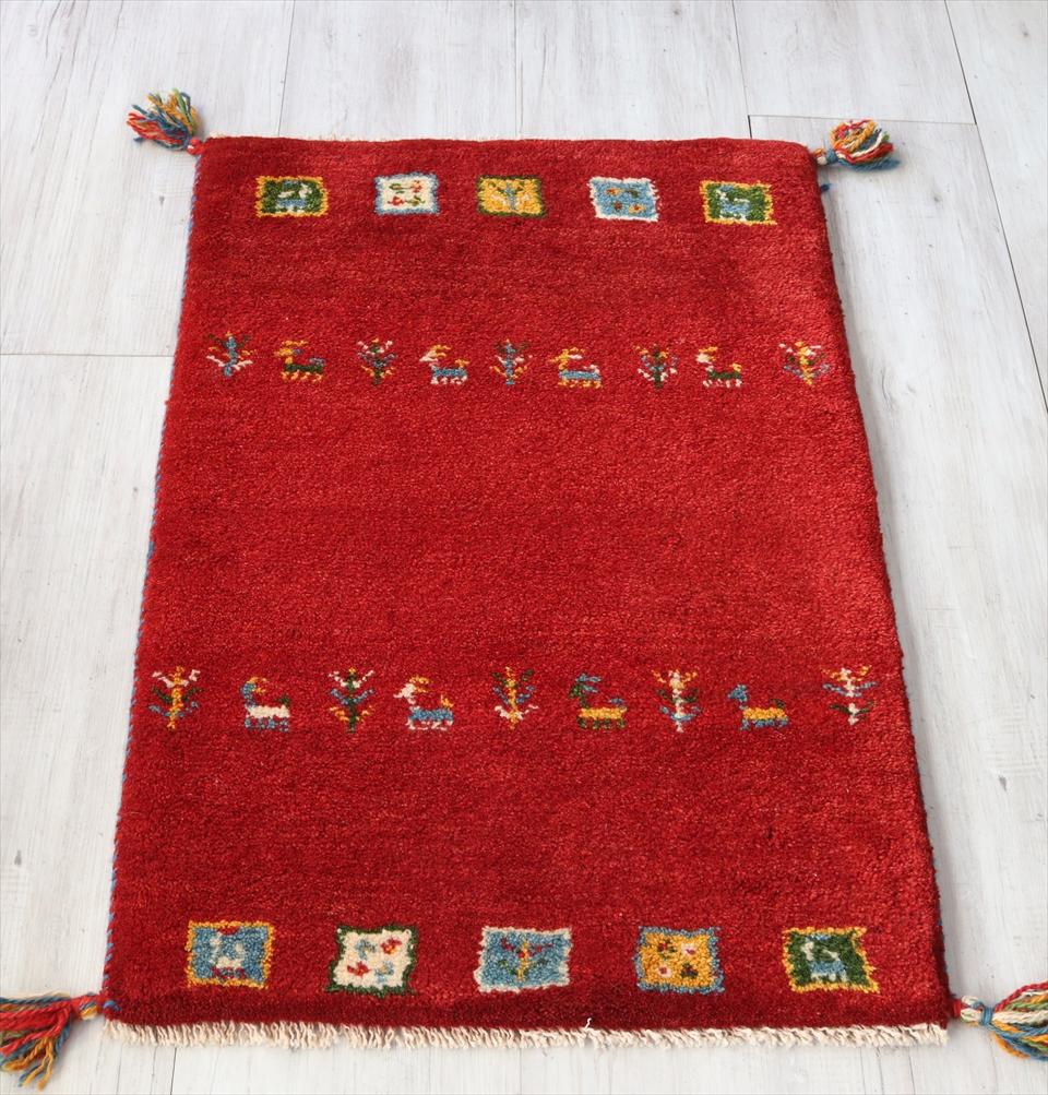 ラグ・ギャッベ(ギャベ)カシュカイ族の手織りラグ・玄関マットサイズ87×58cmレッド 動物と植物のモチーフ