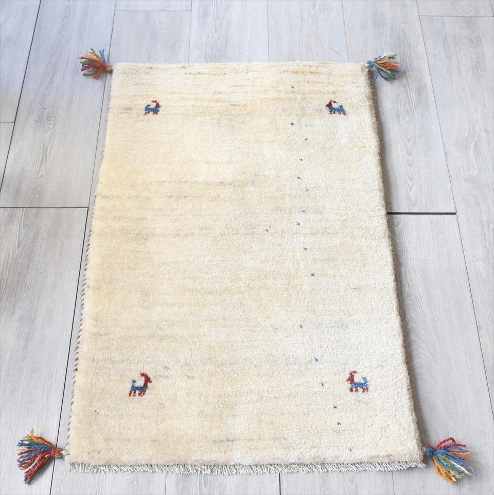 ラグ・ギャッベ(ギャベ)カシュカイ族の手織りラグ・玄関マットサイズ93×59cmアイボリー 動物のモチーフ