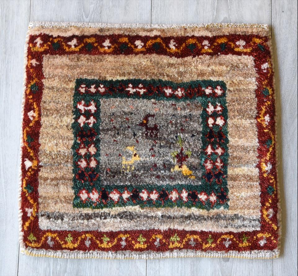 ギャッベ(ギャベ)アマレ Amaleh /カシュカイ族の手織りラグ 座布団サイズ34×38cmグレー/動物と植物のモチーフ