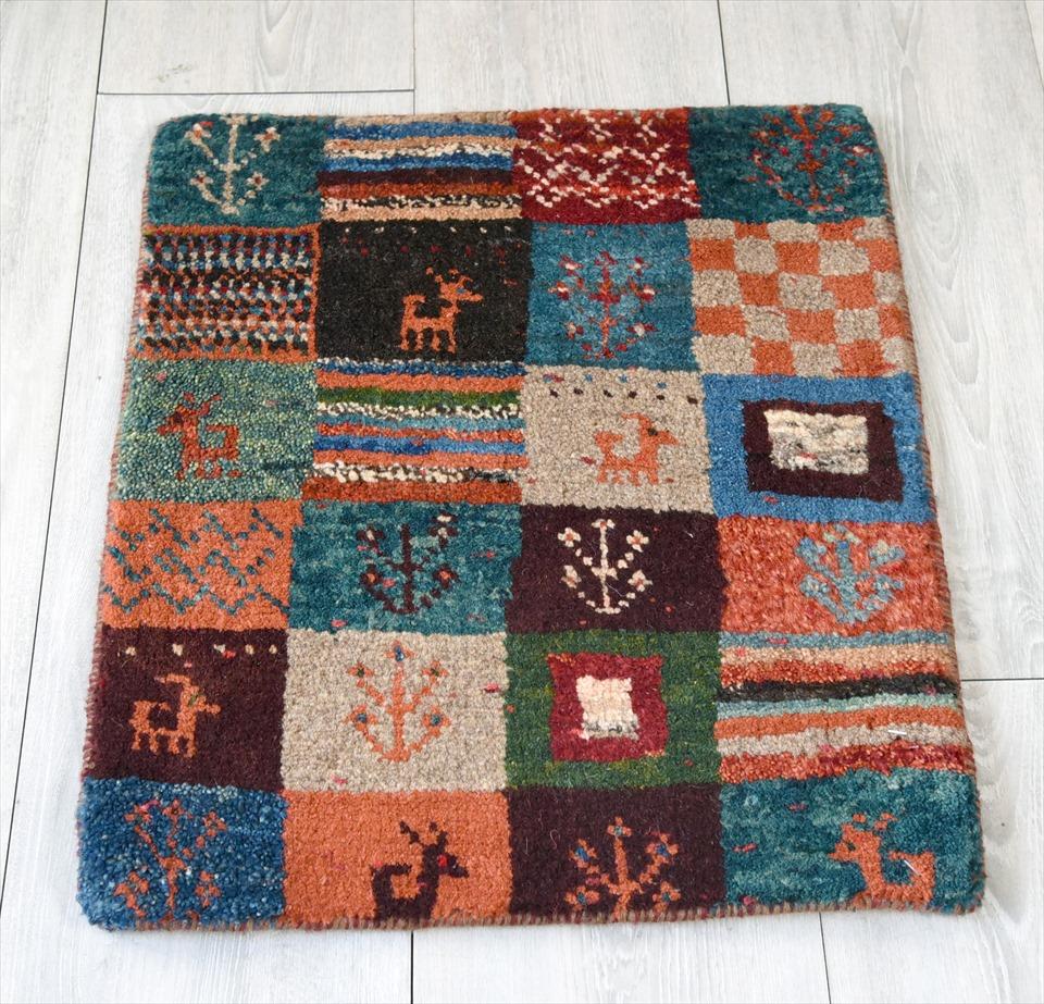 ギャッベ・ノマド Nomad カシュカイ族の手織りラグ・ミニサイズ50×42cmカラフルタイル・動物と植物のモチーフ