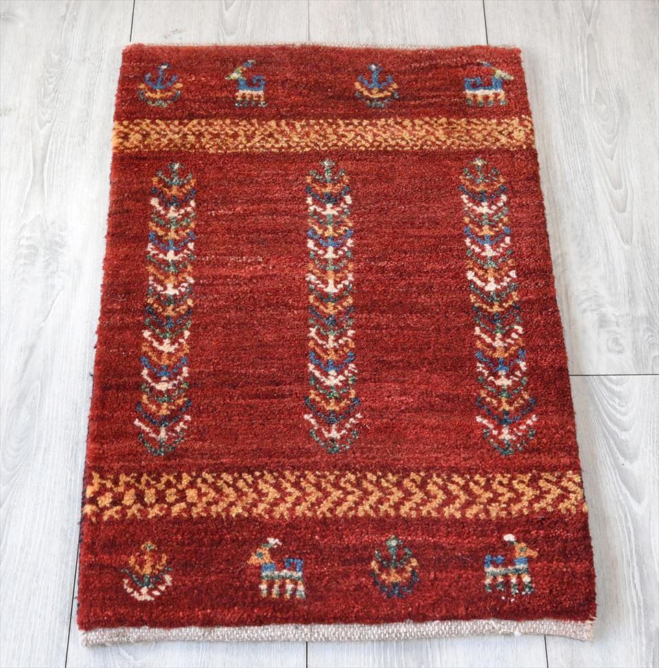 ギャッベ・ノマド Nomad カシュカイ族の手織りラグ・ミニサイズ65×40cmレッドグラデーション・動物と植物のモチーフ
