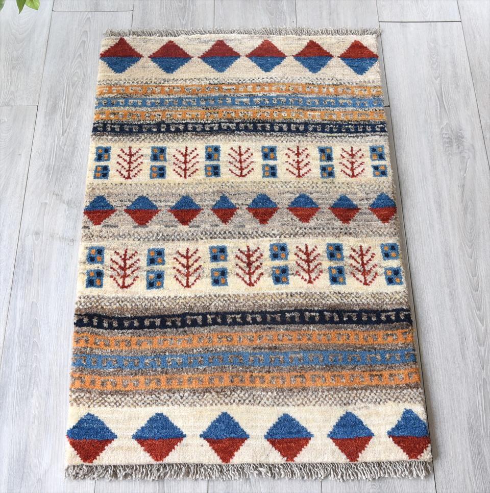 ギャッベ・ノマド Nomad イラン手織り 玄関サイズ89×59cmナチュラルアイボリー/カラフルデザイン・植物のモチーフ