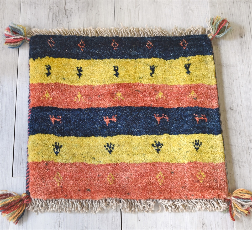 ギャッベ(ギャベ)カシュカイ族の手織りラグ・座布団サイズ40×42cmカラフルボーダー