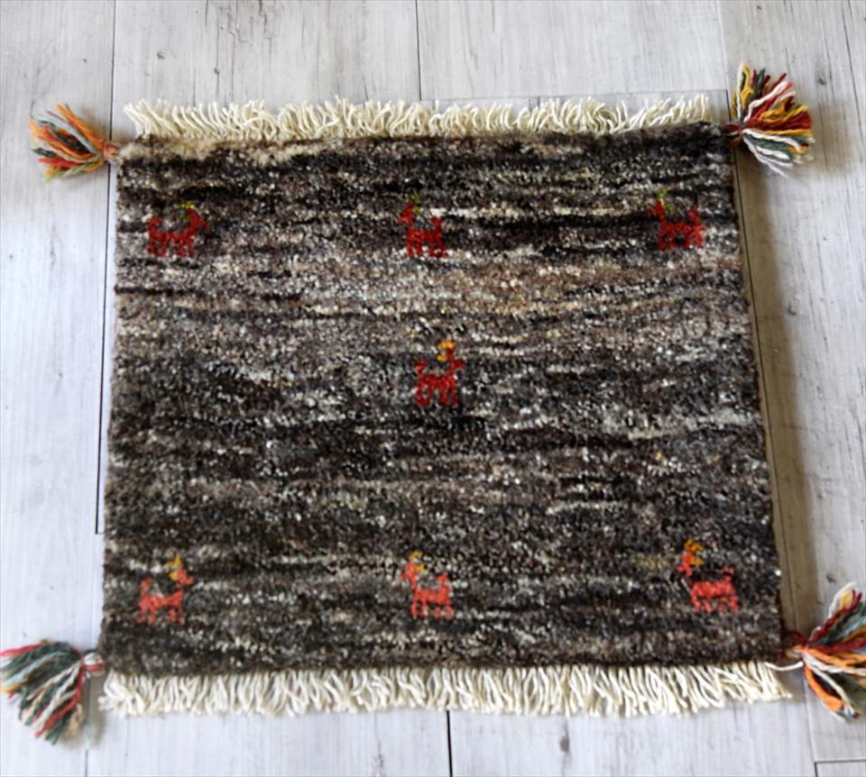 ギャッベ(ギャベ)カシュカイ族の手織りラグ・座布団サイズ40×44cmブラウン/動植物のモチーフ