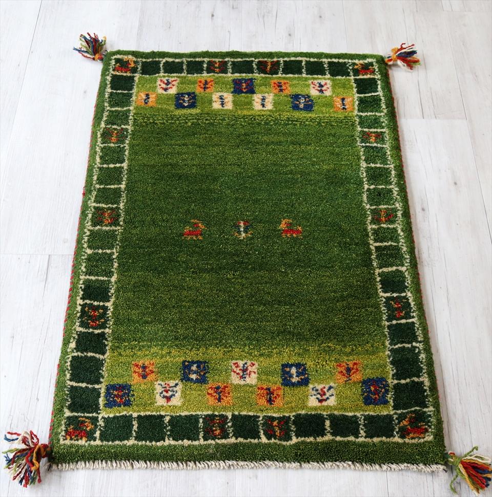 ギャベ イラン製 カシュカイ族の手織り 玄関マットサイズ 88x60cm グリーン スクエアボーダー 動物と植物モチーフ