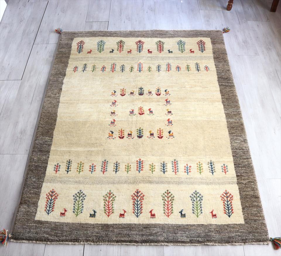 Gabbeh ギャッベ ソファ前 カシュカイ族の手織りラグ  センターラグサイズ200x154cm ナチュラルアイボリー/グレーブラウン ツートーン 動物と植物モチーフ