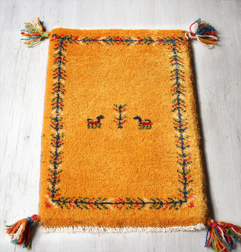 ラグ・ギャッベ(ギャベ)カシュカイ族の手織りラグ・ミニサイズ59x39cm イエロー・生命の樹ボーダー 動物と植物モチーフ