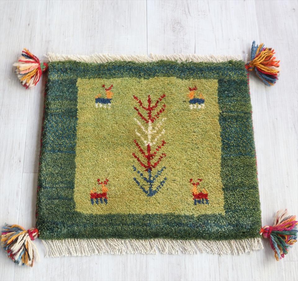 ギャッベ イランの手織りじゅうたん スタンダードな織り36x40cm チェアマット 座布団サイズ ライトグリーン/グリーン 動物と植物モチーフ