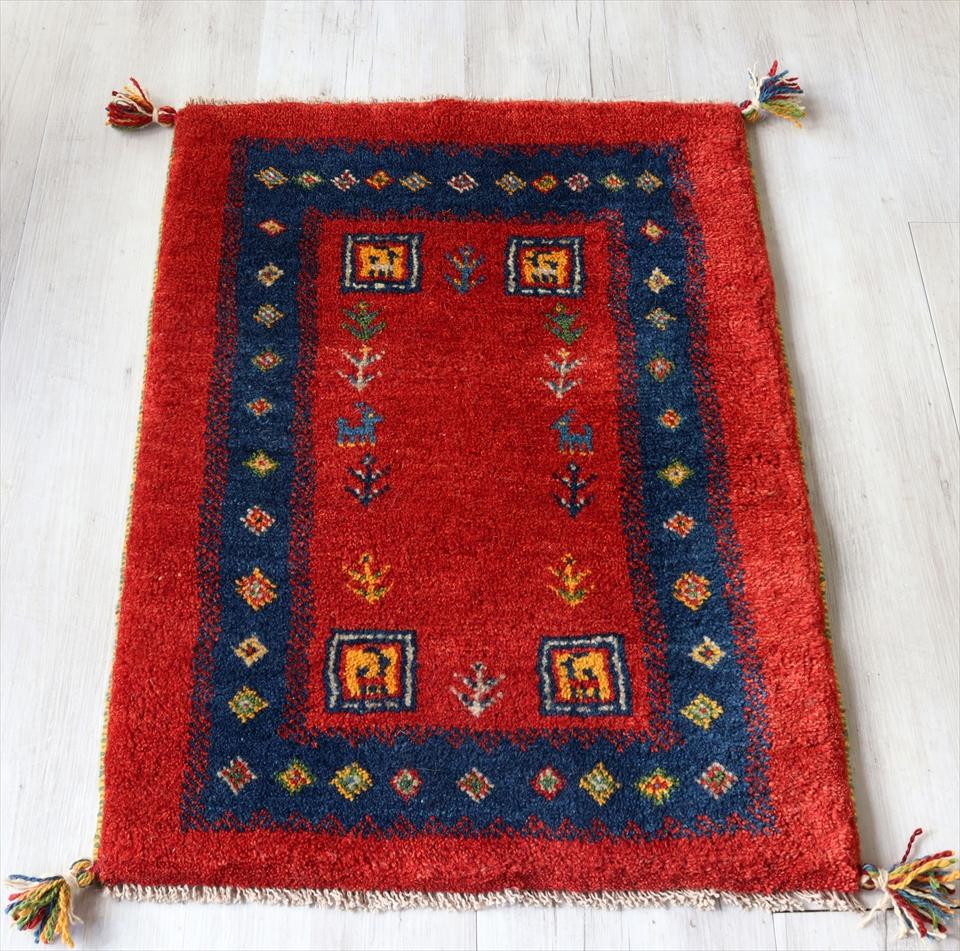 ギャッベ イラン製 手織りラグ 玄関マットサイズ86x60cm レッド&ブルーボーダー 動物や幾何学モチーフ