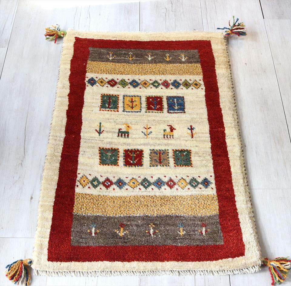 ギャッベ 手織りラグ 玄関 イラン製 玄関マットサイズ87x58cm ナチュラルアイボリー&レッド カラフルなモチーフ