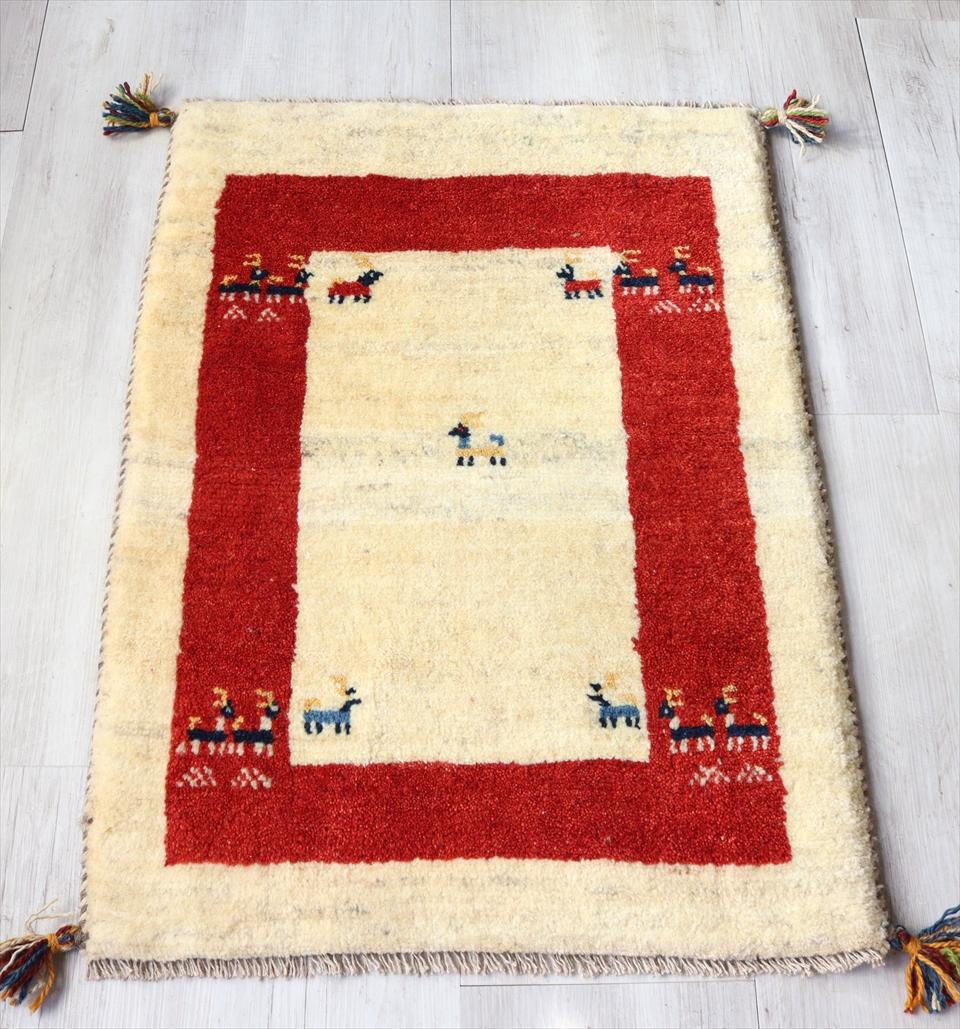 ギャベ Gabbeh イラン遊牧民族の手織りラグ 玄関マットサイズ87x63cm ナチュラルアイボリー&レッドボーダー 動物モチーフ