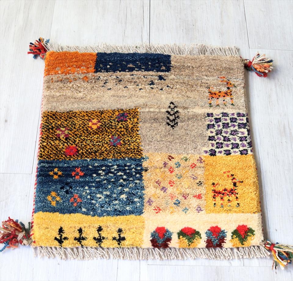 ギャッベ チェアマット 手織りラグ がっしりとした織り 座布団サイズ45x43cm カラフル パズルのようなデザイン 動物と植物モチーフ