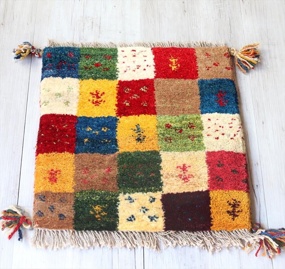ギャッベ チェアマット 手織りラグ がっしりとした織り 座布団サイズ40x40cm カラフル 小花と生命の樹