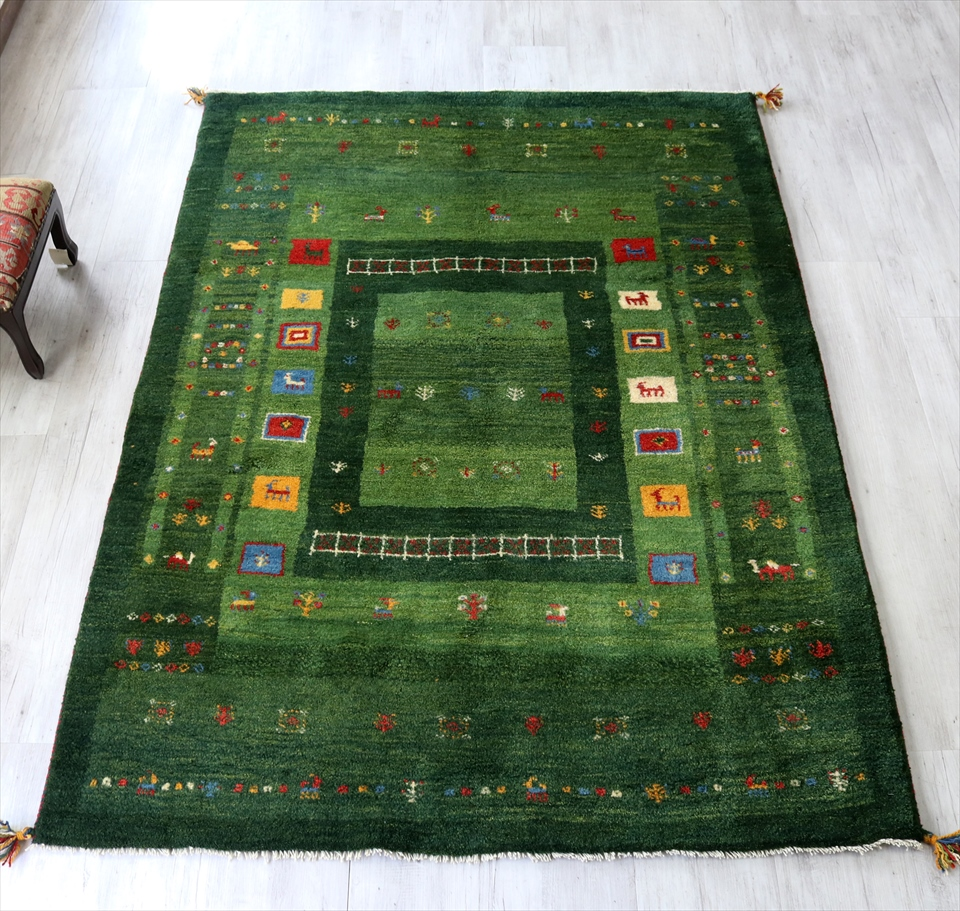 ギャッベ イラン南部カシュカイ族の手織り  毛足の長いふかふかタイプ200x148cm センターラグサイズ グリーン カラフルタイル