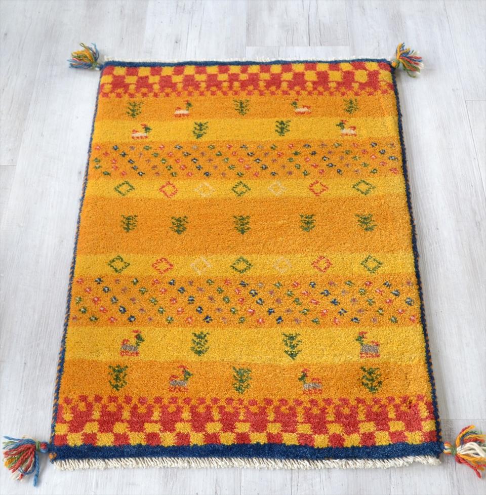 ギャッベ イラン製 カシュカイ族の手織り90x62cm 玄関マットサイズ イエロー ボーダー 動物と植物モチーフ