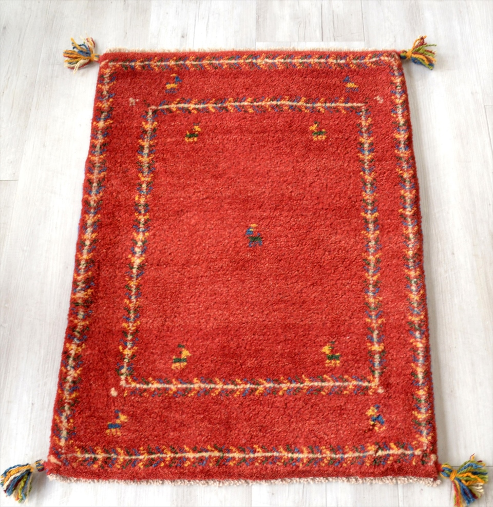 ギャッベ イラン製 カシュカイ族の手織り88x63cm 玄関マットサイズ レッド 生命の樹の枠縁