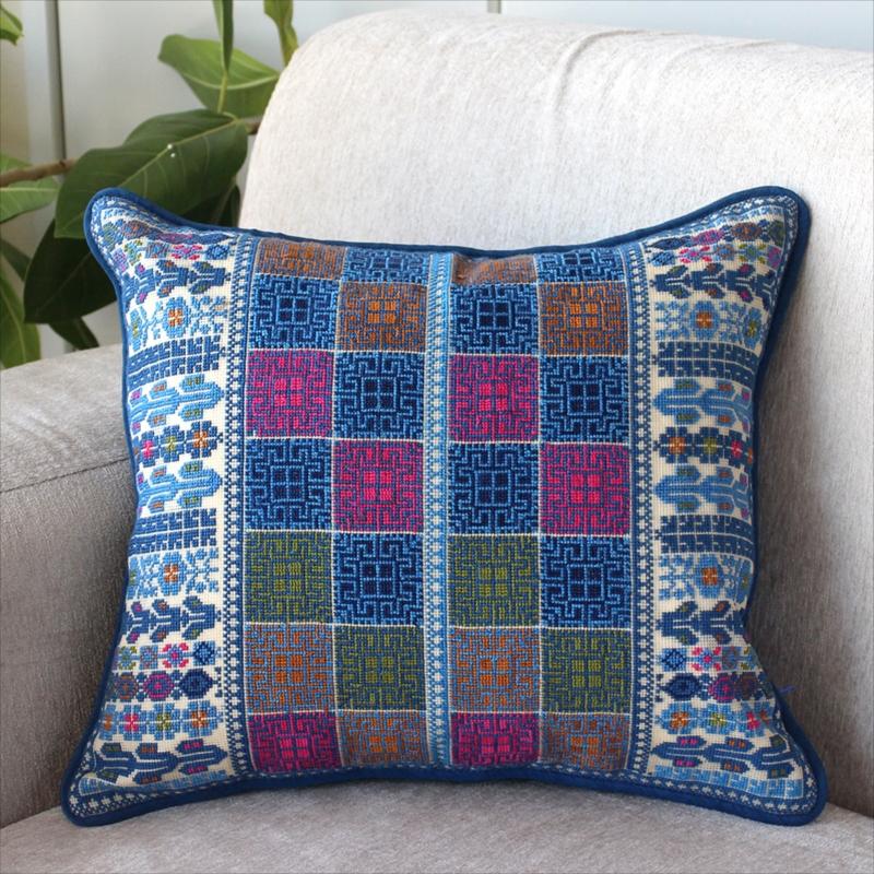 パレスチナ刺繍のクッションカバー40×35cm緻密なモチーフ/ブルー・ピンク・イエロー