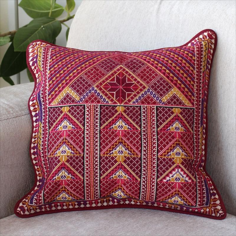 パレスチナ刺繍のクッションカバー38×36cm緻密なモチーフ/レッド・イエロー・ローズピンク