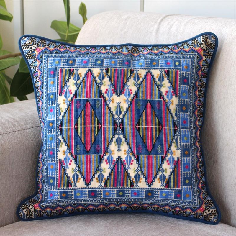 パレスチナ刺繍のクッションカバー39×39cm緻密なモチーフ/ブルー・ピンク・ホワイト
