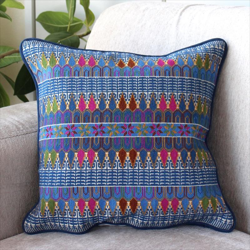 パレスチナ刺繍のクッションカバー38×36cm緻密なモチーフ/ブルー・ピンク・ライトグリーン