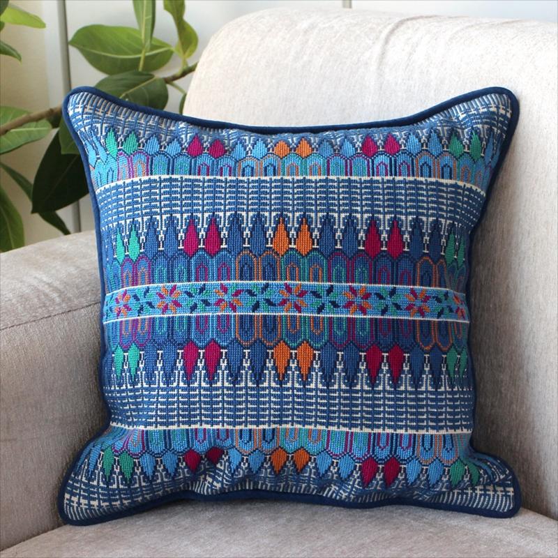 パレスチナ刺繍のクッションカバー39×38cm緻密なモチーフ/ブルー・オレンジ・エメラルドグリーン