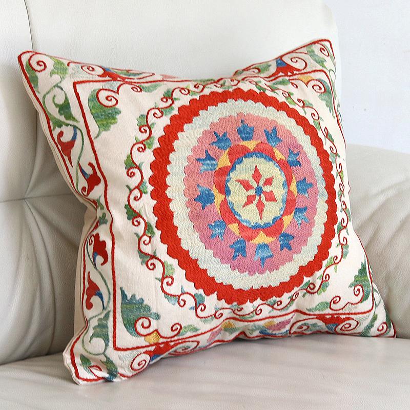 シルク手刺繍のクッションカバー/ウズベキスタンスザンニ/suzani/41×38cm 華やかな花模様