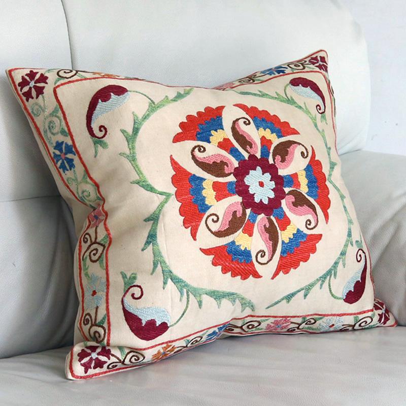 シルク手刺繍のクッションカバー/ウズベキスタンスザンニ/suzani/43×39cm 華やかな花模様
