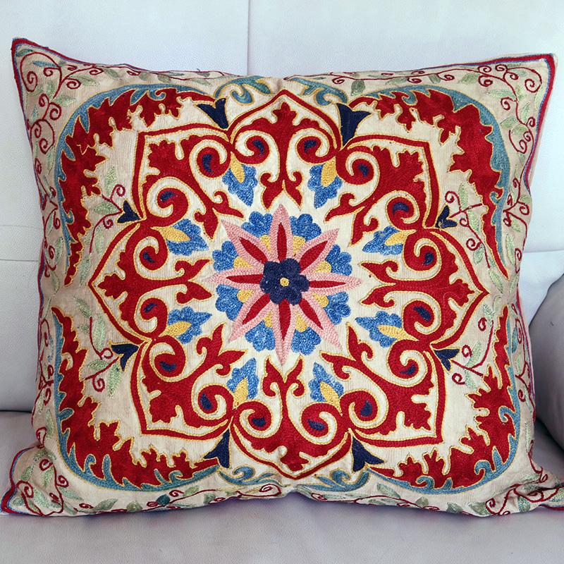 シルク手刺繍のクッションカバー/ウズベキスタンスザンニ/suzani/50×45cm 華やかで細かなフラワー