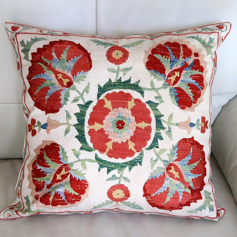 シルク手刺繍のクッションカバー/ウズベキスタンスザンニ/suzani/48×47cm 華やかな花模様
