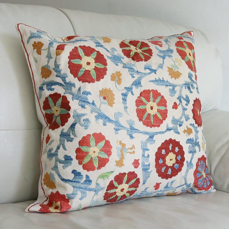 シルク手刺繍のクッションカバー/ウズベキスタンスザンニ/suzani/50×47cm 華やかな花の刺繍