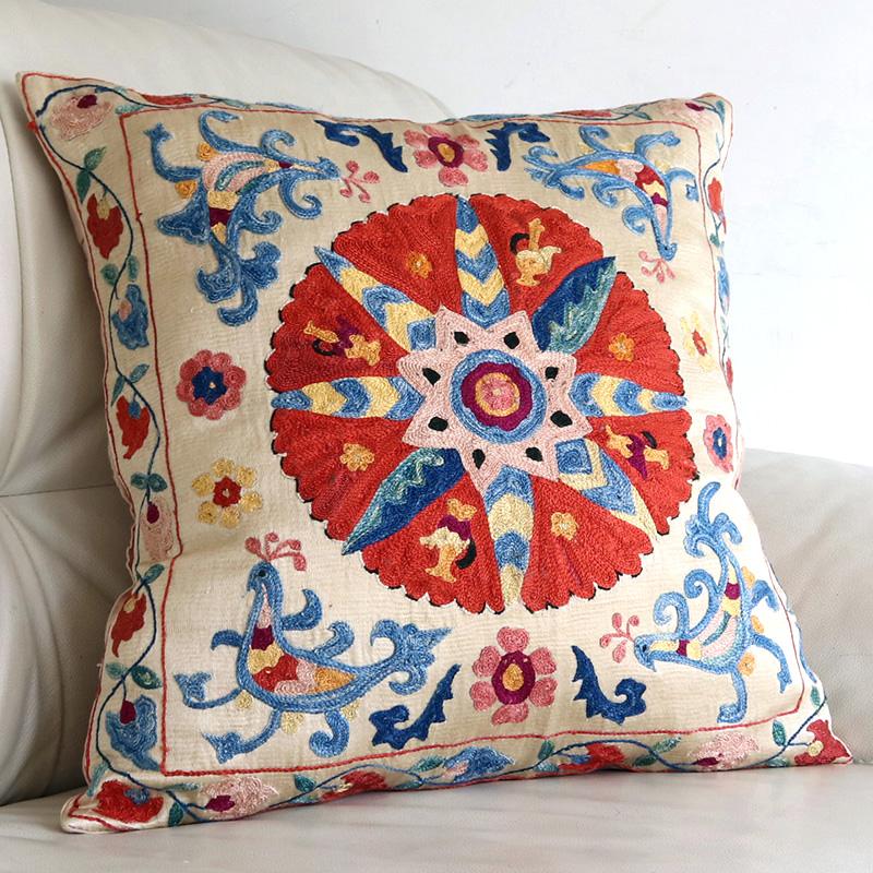 シルク手刺繍のクッションカバー/ウズベキスタンスザンニ/suzani/47×46cm 華やかで細かなフラワー