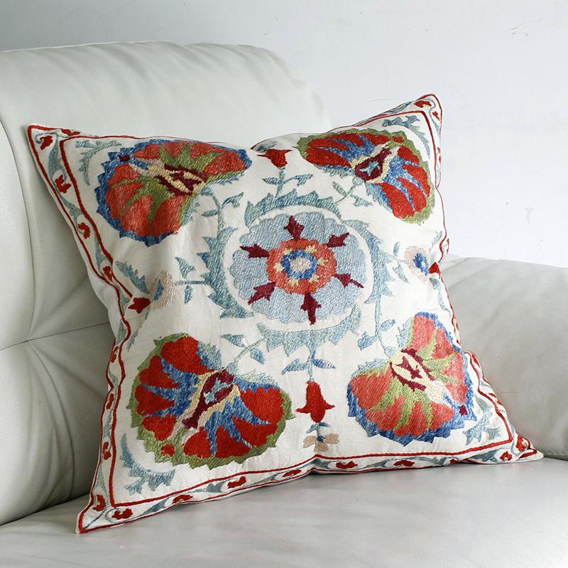シルク手刺繍のクッションカバー/ウズベキスタンスザンニ/suzani/46×48cm 華やかな花模様